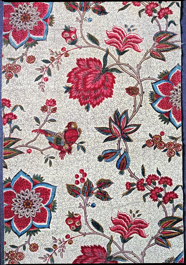 Toile de Jouy représentant des fleurs et des oiseaux colorés
